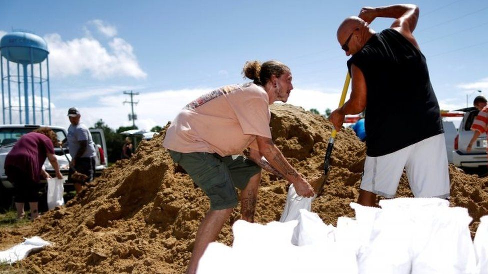 Residents fill bags with sand in Bay St Louis, Mississippi. Photo: 4 September 2018