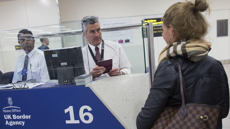 Gatwick airport border control, 2014