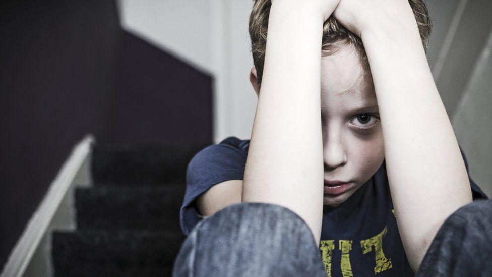 Qué es el estrés tóxico y cómo afecta el desarrollo cerebral de algunos niños y su salud cuando son adultos
