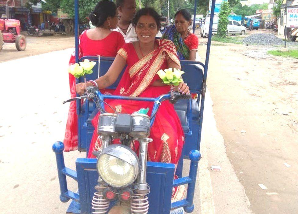 Sushila Devi and her e-rickshaw