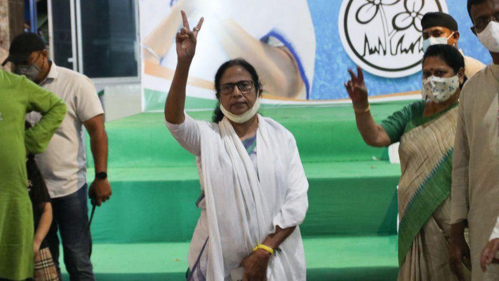 Mamata Banerjee shows the victory sign at a news conference in Kolkata, India, on 2 May 2021