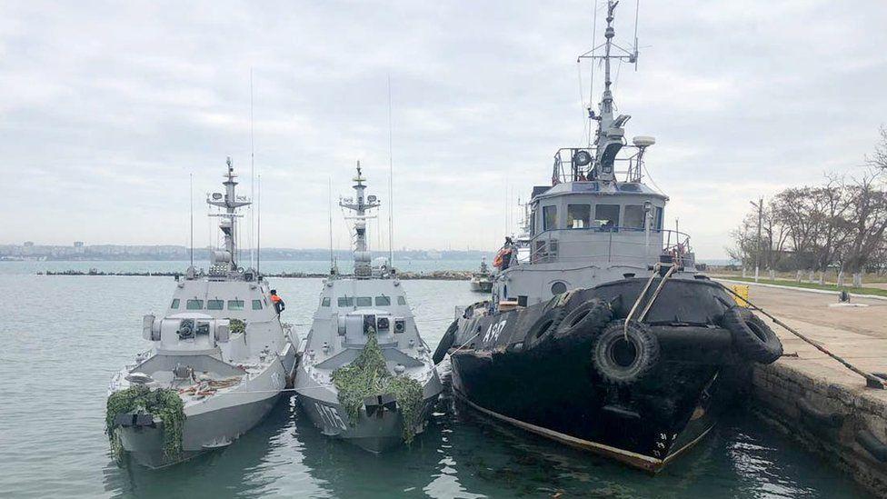 Ukrainian boats held in Kerch