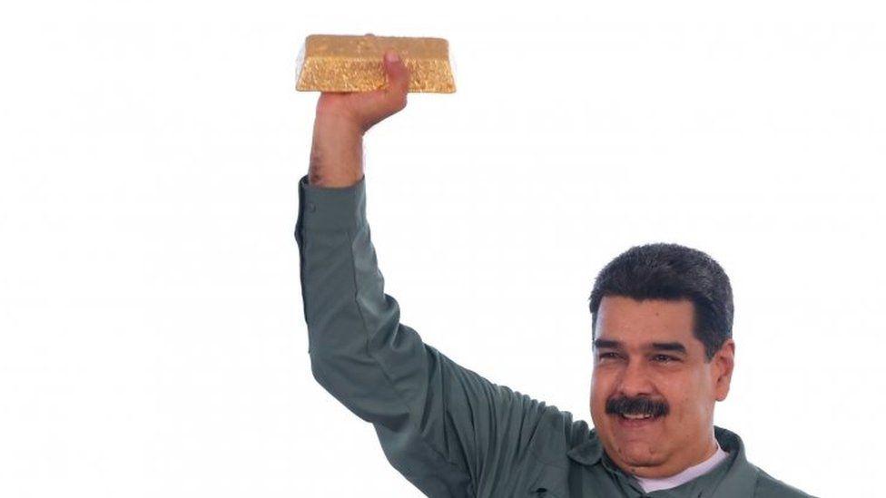 Venezuelan President Nicolás Maduro holds a gold bar. File photo