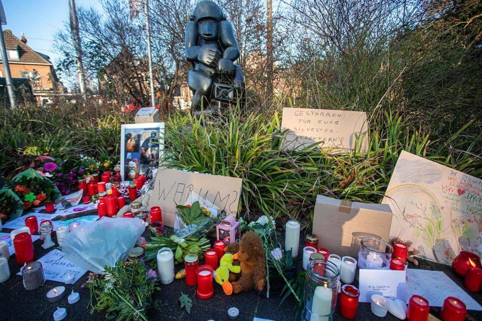 Shrine at Krefeld Zoo, 1 Jan 20