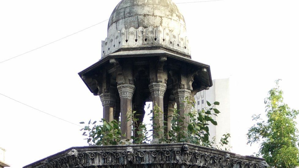 An image of a fountain in South Mumbai from the colonial-era.