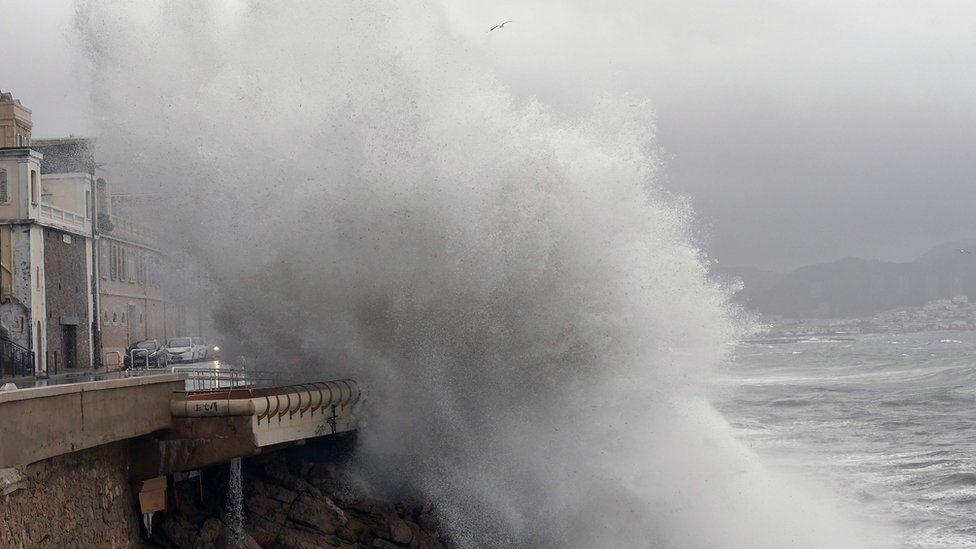 Storm surge at Marseille, 11 Dec 17