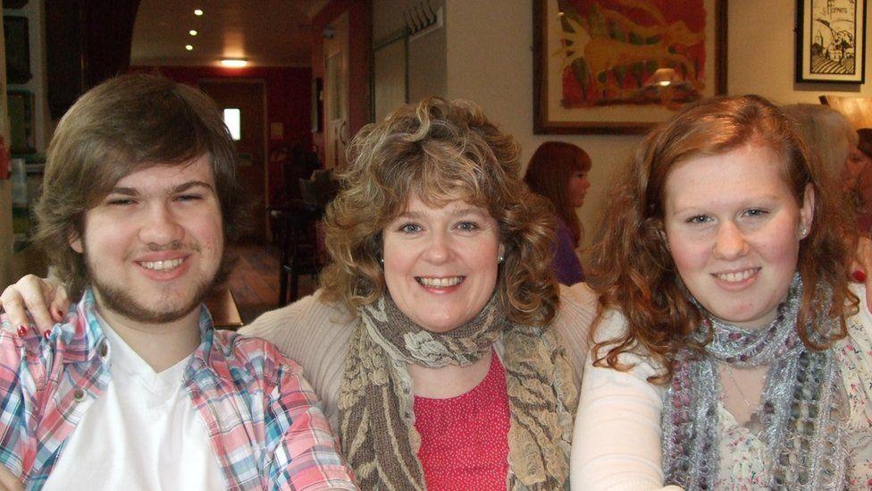Tom, Sharon a Rhiannon