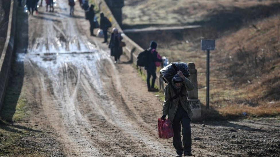Migrants make their way to Greece