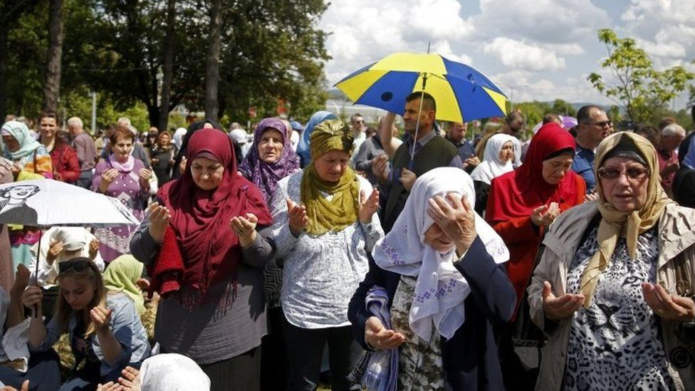 People pray during opening ceremony of the Ferhat Pasha mosque in Banja Luka (07 May 2016)