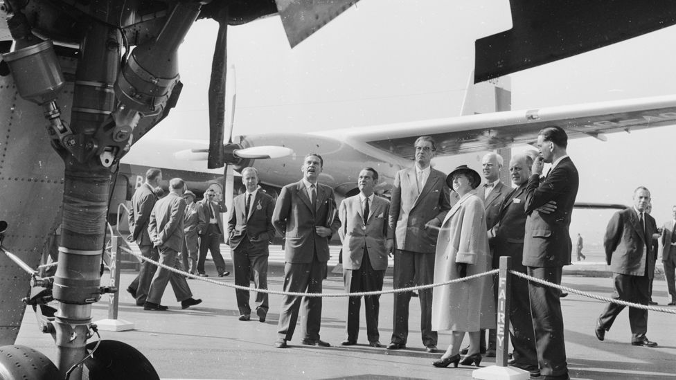 10th September 1959: A Swedish parliamentary group views the Fairey Rotodyne, a type of hybrid, winged helicopter, at the Farnborough air show