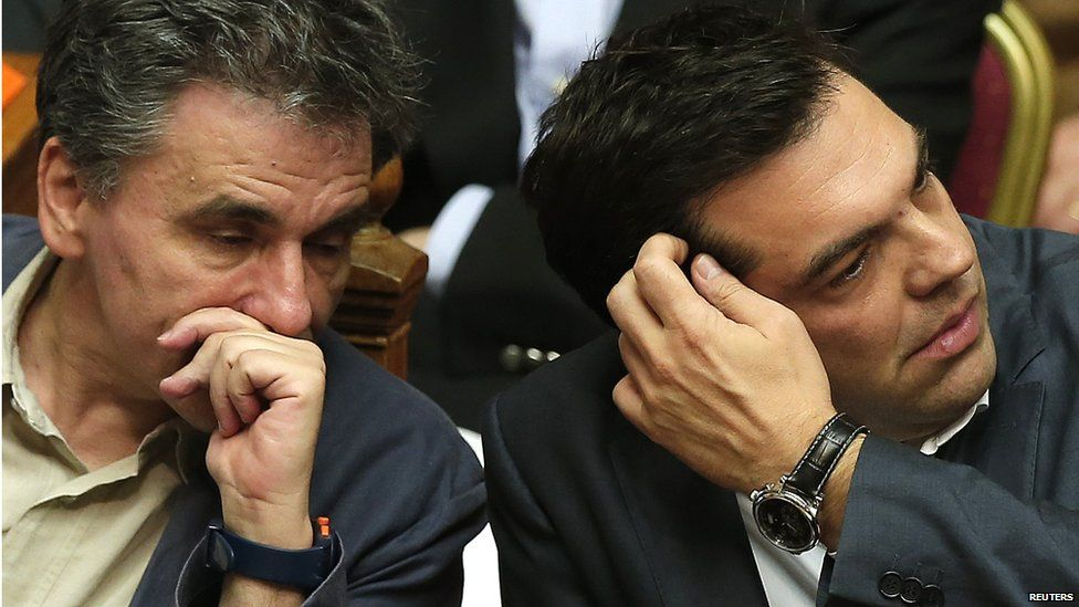 Greek Prime Minister Alexis Tsipras (L) sits next to Finance Minister Euclid Tsakalotos (R) on 15 July