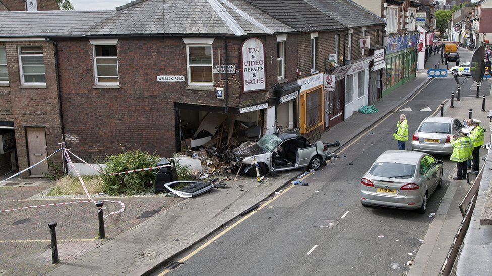 Luton car crash