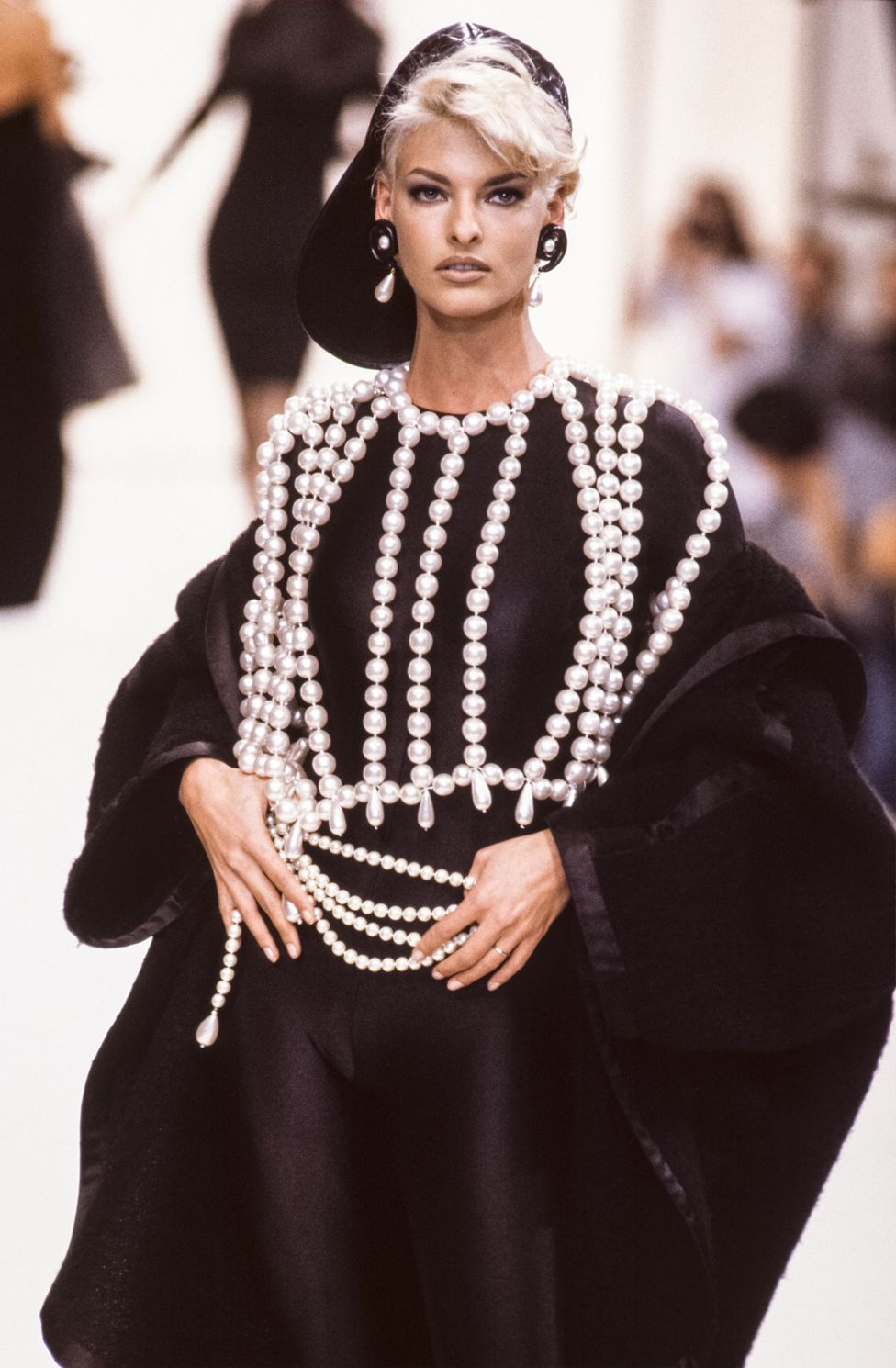 Linda Evangelista walks the runway at the Chanel Ready to Wear Fall/Winter 1991-1992 fashion show during the Paris Fashion Week in March, 1991 in Paris, France.