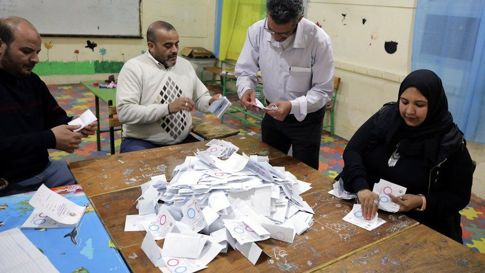 Egyptian electoral workers count ballots from a constitutional referendum in Cairo (22 April 2019)