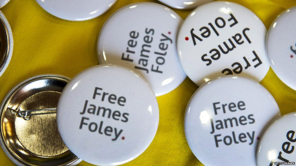"Buttons that read ""Free James Foley"""