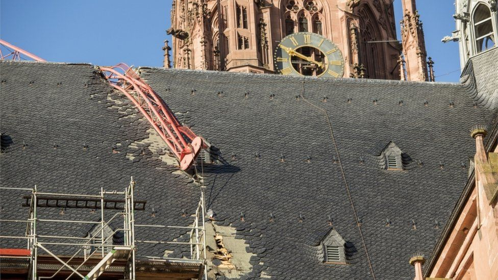 A crane crashed into the cathedral in Frankfurt