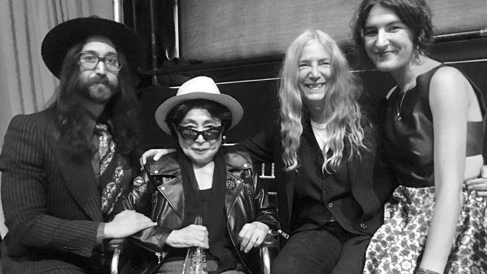 Yoko Ono posed with Sean Lennon, Patti Smith and her daughter backstage at the awards