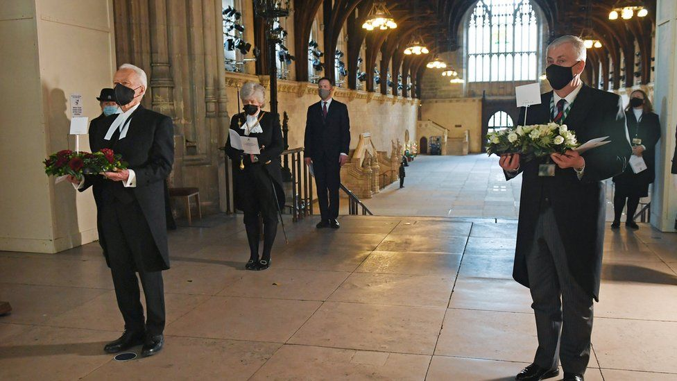 Lord McFall and Sir Lindsay Hoyle carrying wreaths