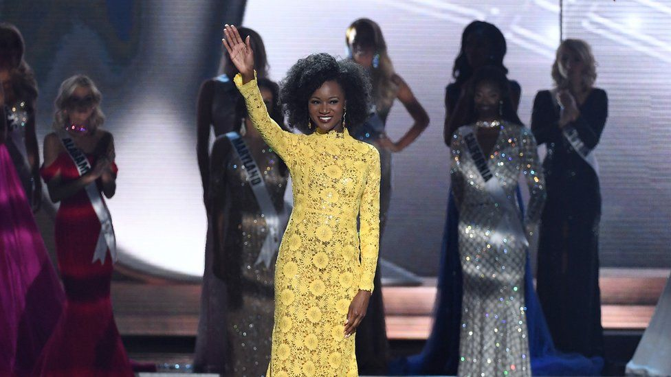 Deshauna Barber on stage with her natural hair