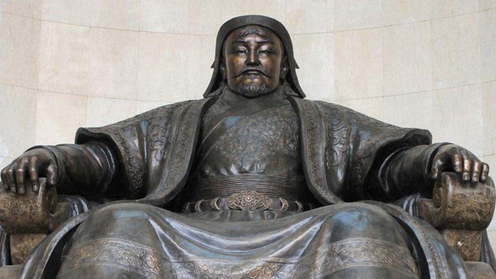 El pueblo chino atrapado en el tiempo donde viven los descendientes del ejército de Gengis Kan, el más grande de la historia