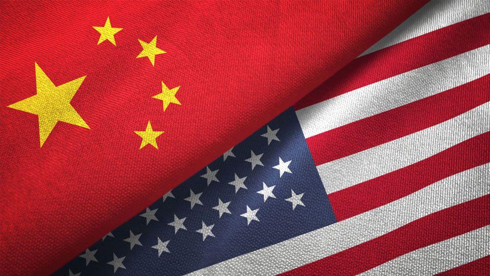 Banderas de China y EE.UU.