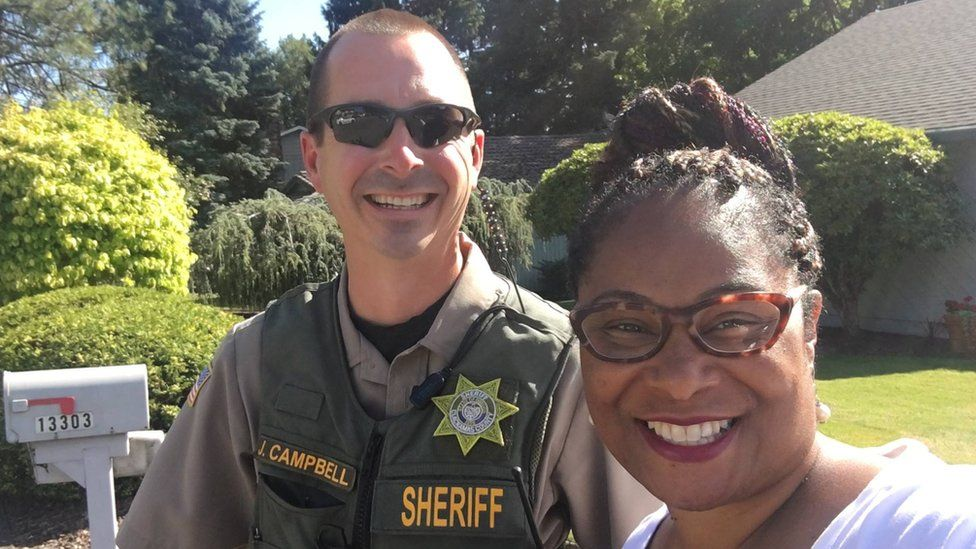 Janelle Bynum pictured with the police officer who responded to the call