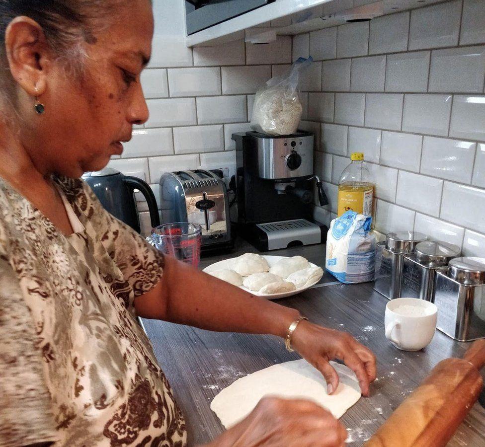 Rahima Sidhanee makes roti
