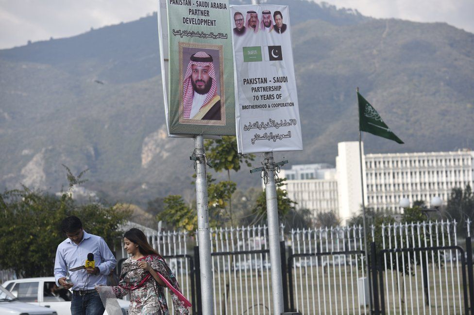 Pakistan rolls out red carpet for Saudi Crown Prince Mohammed - BBC News