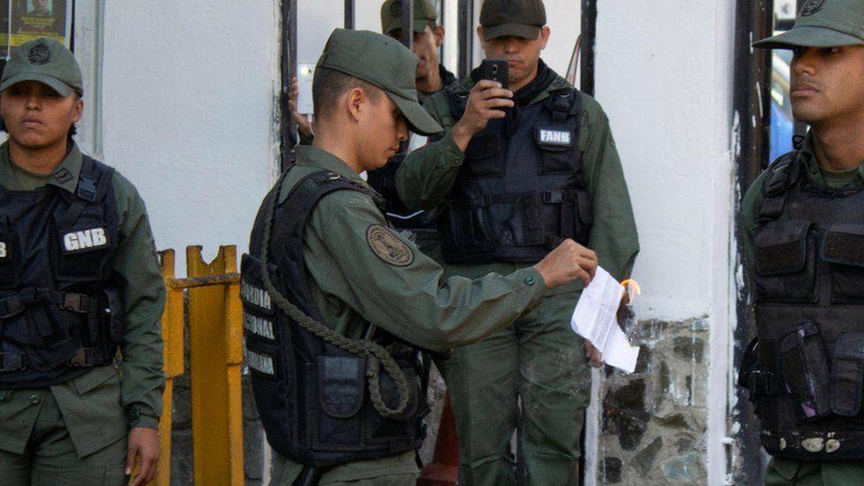 Venezuelan National Guard sets on fire a copy of a document regarding a proposed amnesty law. Caracas, 27 Jan 2019