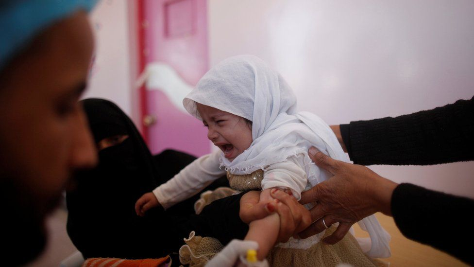 A girl cries at a cholera treatment centre in Sanaa, Yemen (29 October 2016)