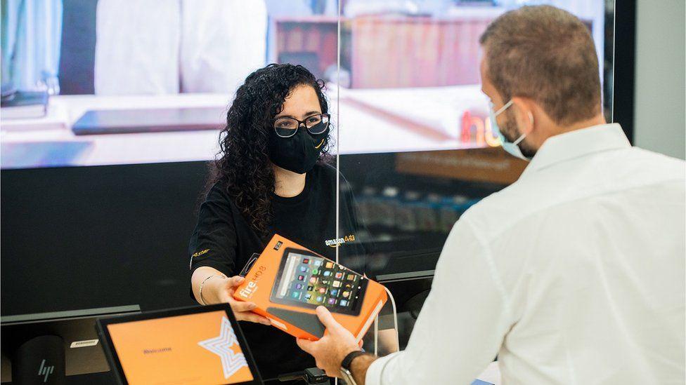 Amazon 4-star worker serves a customer