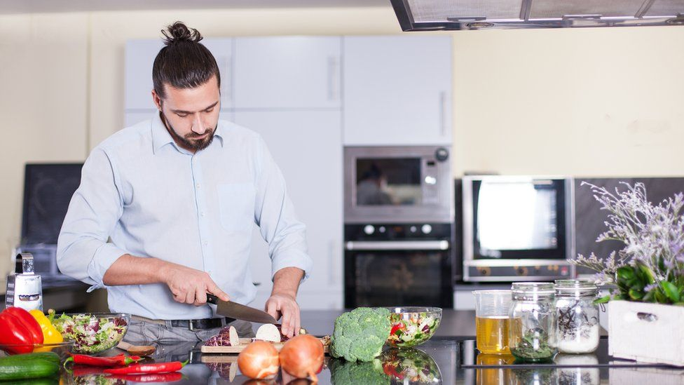 No freír con aceite de oliva y otros 3 consejos culinarios desmitificados por la ciencia