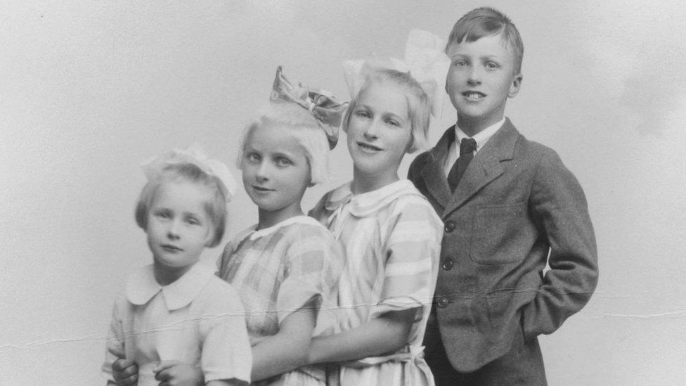 Dahl and his sisters