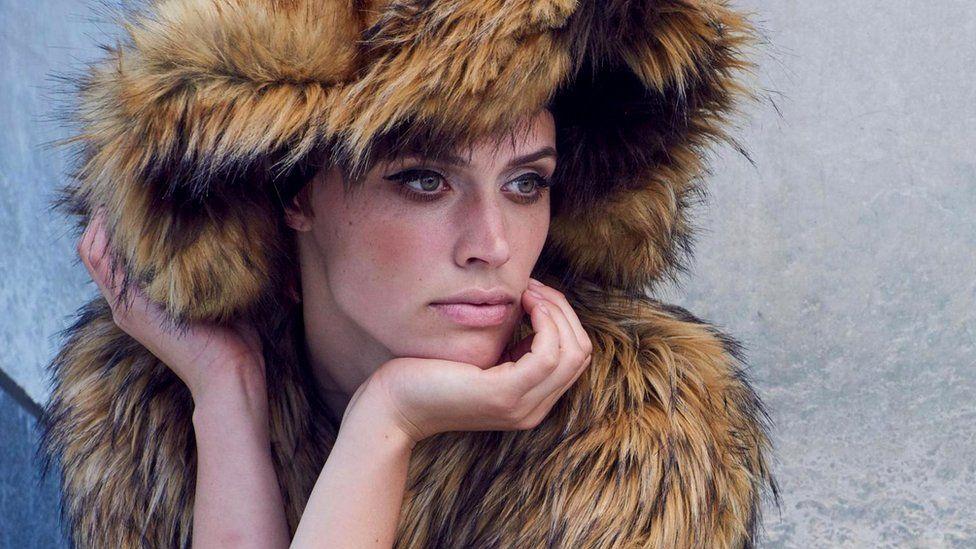 Искусственный мех, созданный сегодня люксовыми модными брендами, часто такой же мягкий и нежный, как натуральный