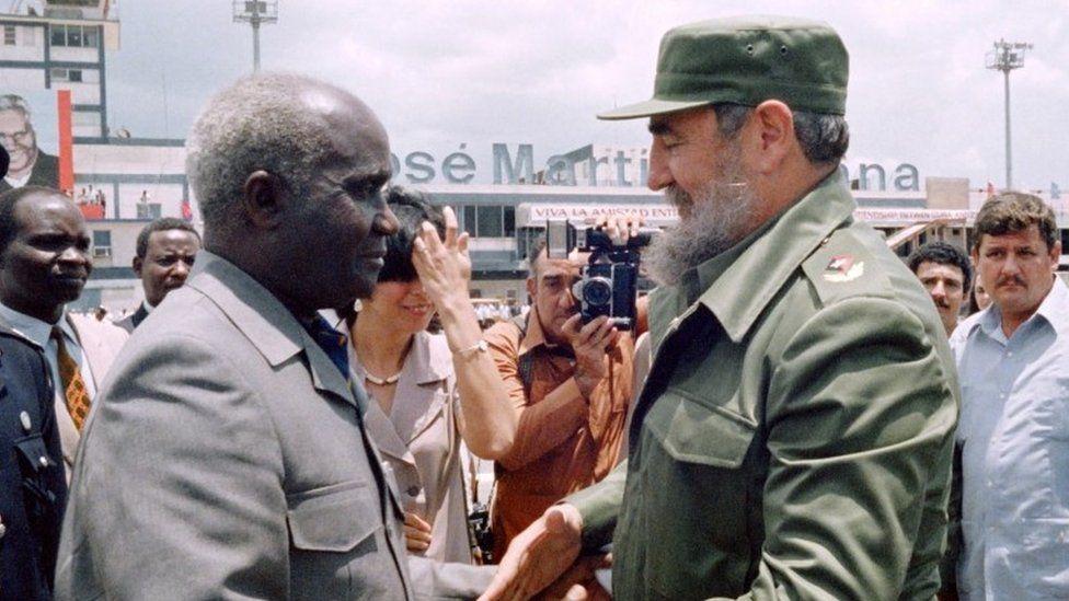 Zambian President Kenneth Kaunda (L) welcomed by Cuban President Fidel Castro in Havana, Cuba.