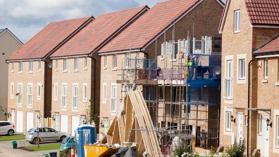 Fleecehold': New homes hit by 'hidden costs' - BBC News