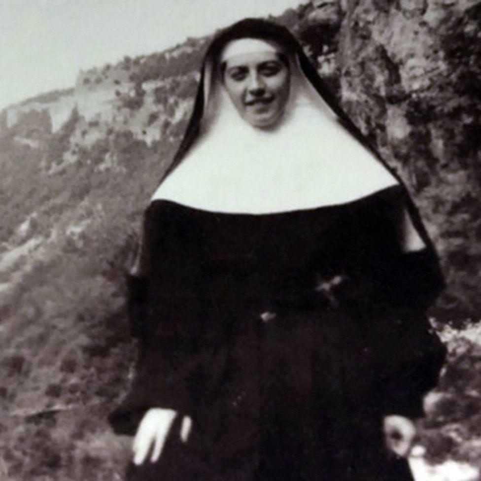 The daring nun who hid and saved 83 Jewish children - BBC News