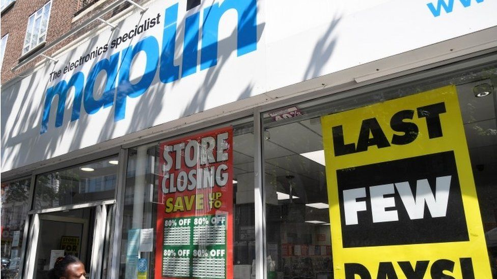 Maplin store with closing down signs