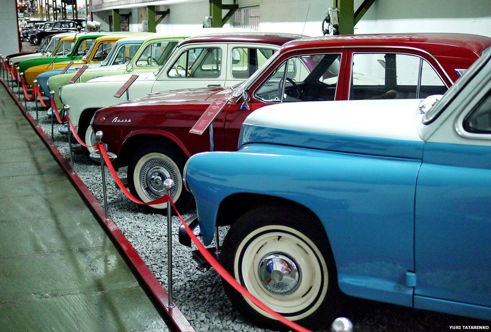 A row of cars at the museum