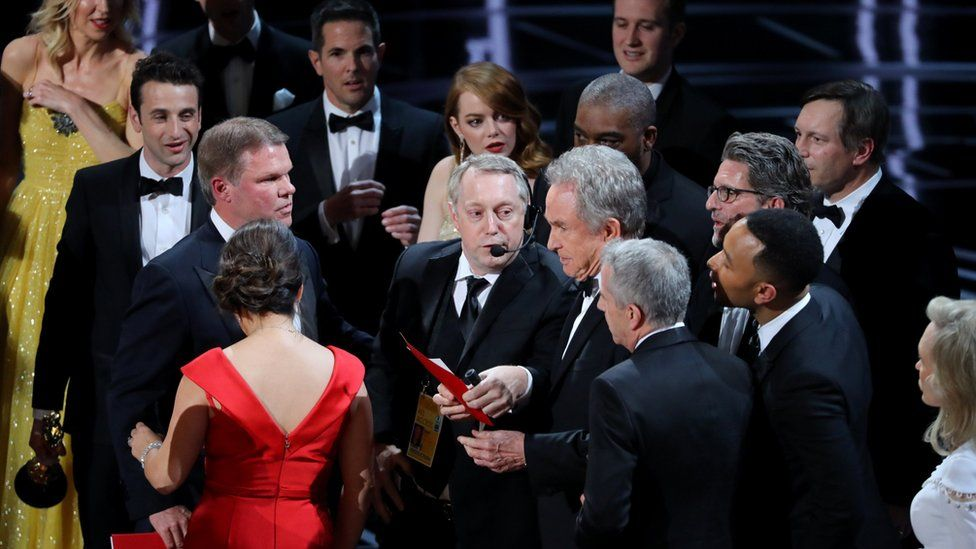 Warren Beatty holds the card for the Best Picture Oscar