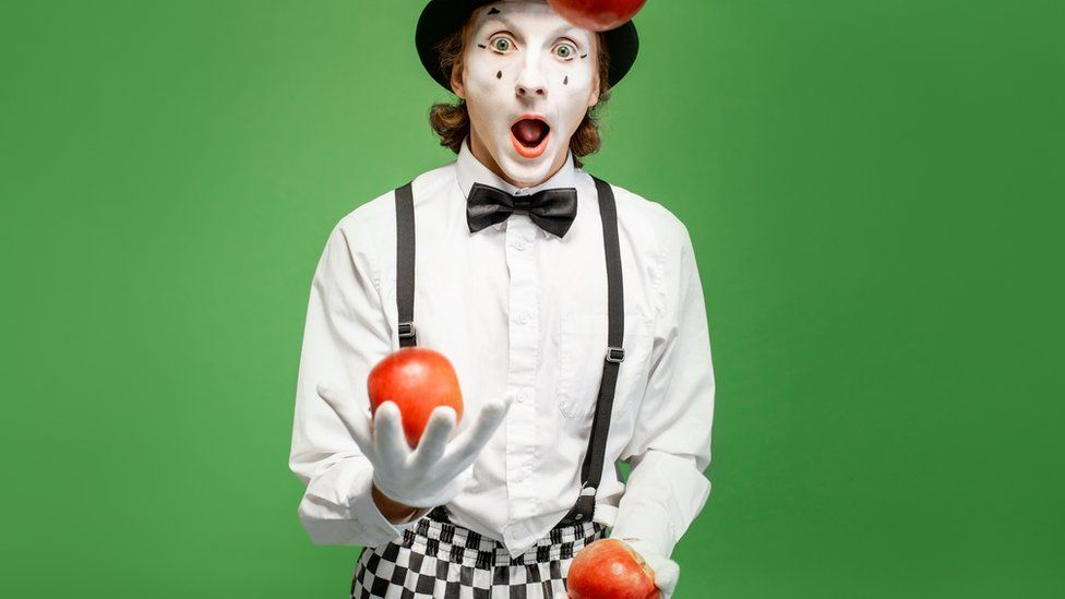 Mime juggling apples