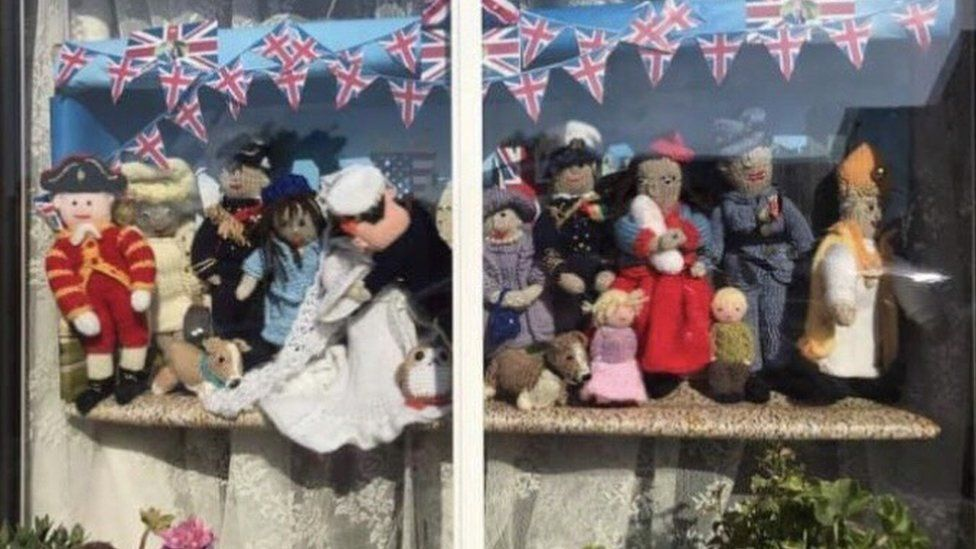 Knitted royal wedding of Harry and Meghan