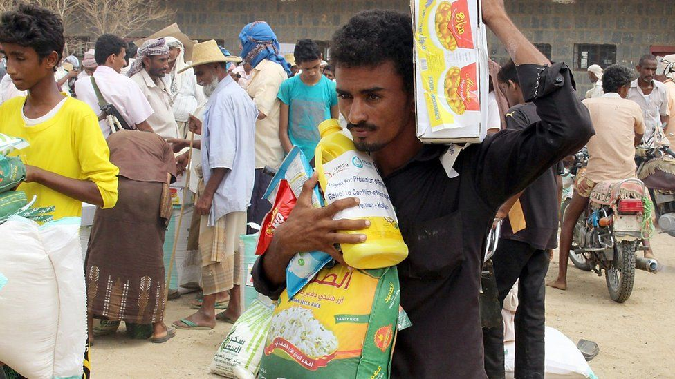 Displaced Yemenis from Hudaydah receive aid from a Japanese NGO in Hajja province, Yemen (15 August 2018)