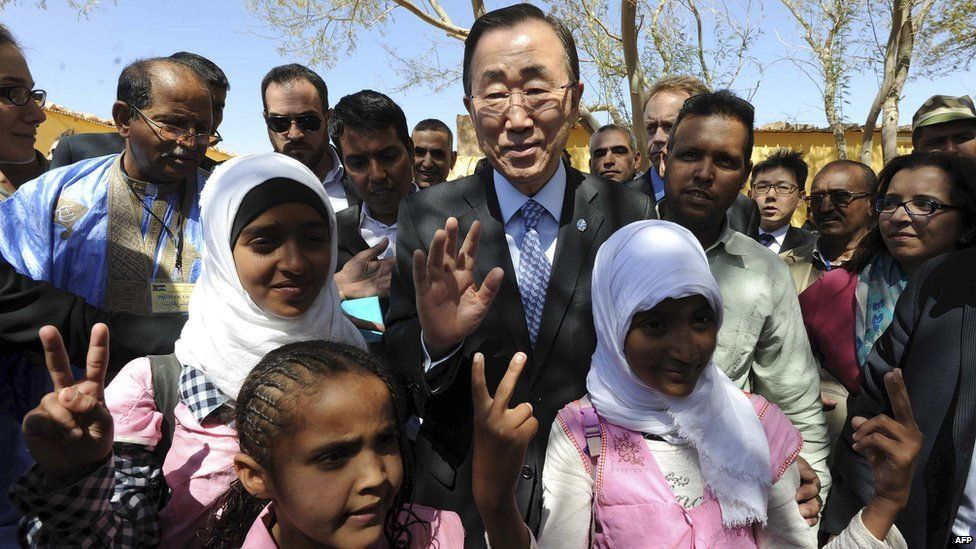 ban ki moon with saharawi child refugees