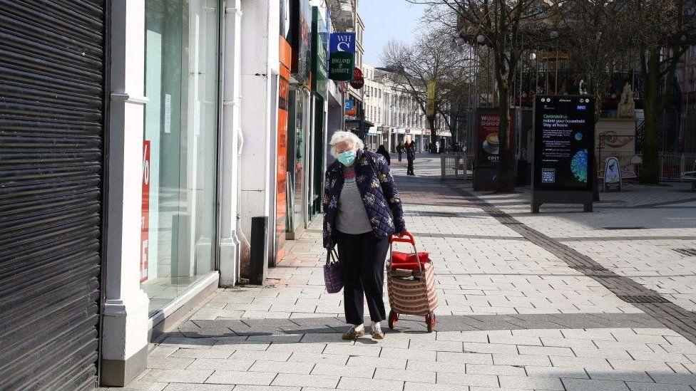 Elderly woman wearing mask