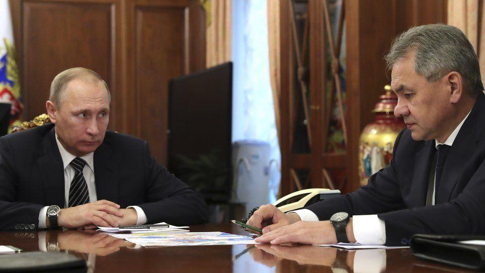 Defence Minister Sergei Shoigu (left) with President Vladimir Putin, 29 Dec 16