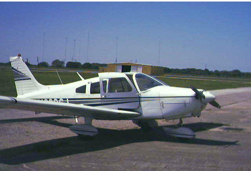 A Piper Warrior plane