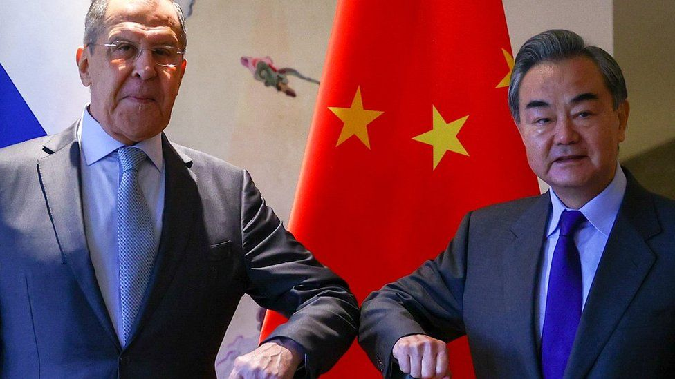 The foreign ministers of Russia and China - Sergei Lavrov (L) and Wang Yi - in Guilin, 23 Mar 21