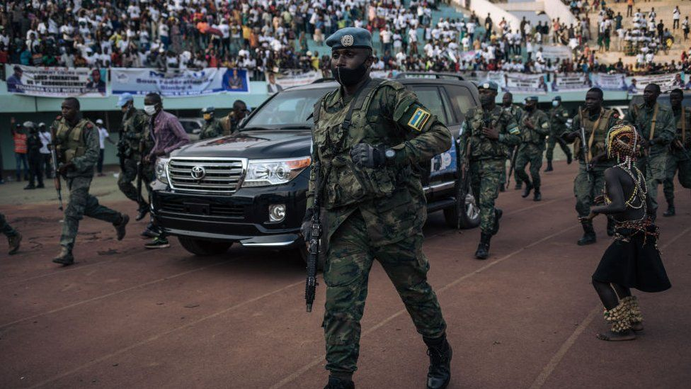 Rwanda bolsters force in CAR as rebels 'held back' - BBC News