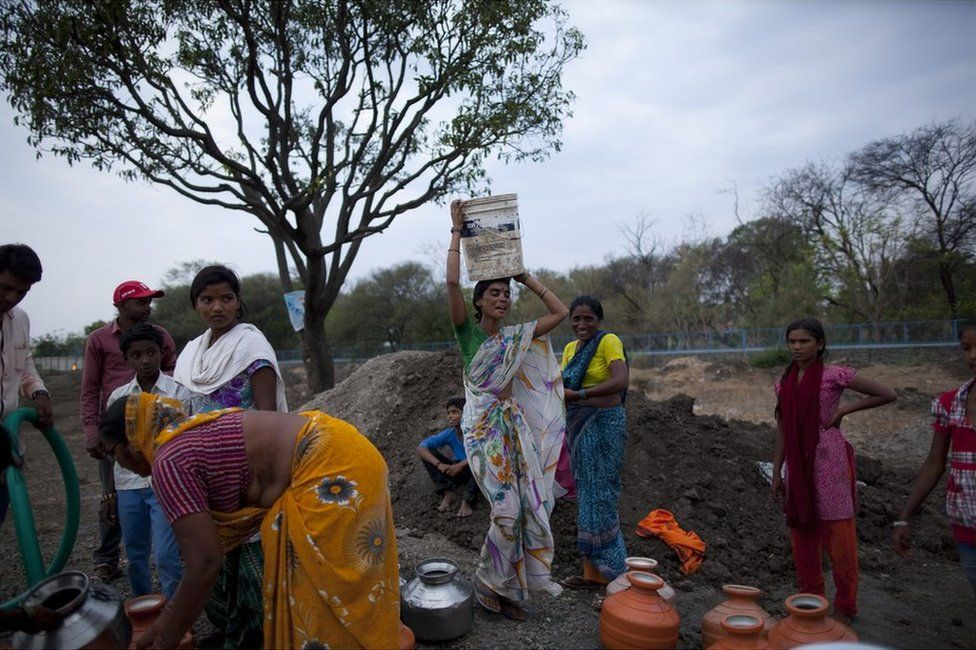 Women queue up to collect water in Latur, Maharashtra
